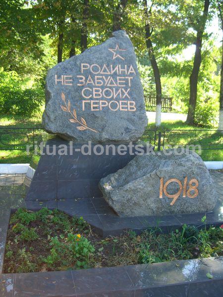 Надгробные памятники из камня 4 Площадь Мужества красивые памятники на кладбище фото