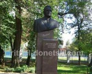 Что лучше гранит или мрамор для памятника 71 годовщина купить памятник мраморный